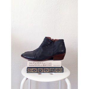 SAM EDELMAN black leather almond toe booties